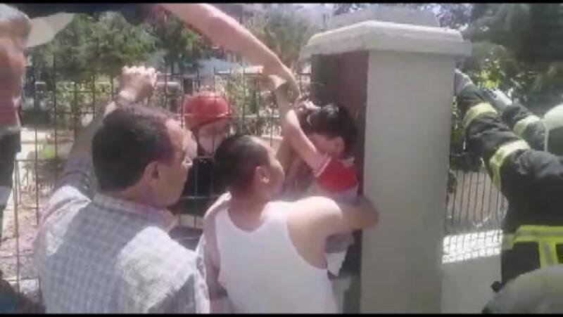 Oyun oynarken, tel çitlere elisaplandı