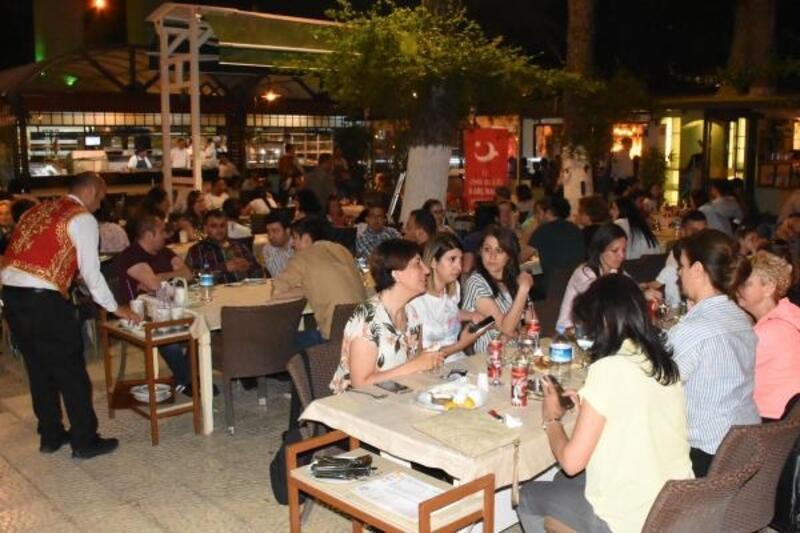 Suriyeli ve Türk öğrenciler beraber iftar yaptı