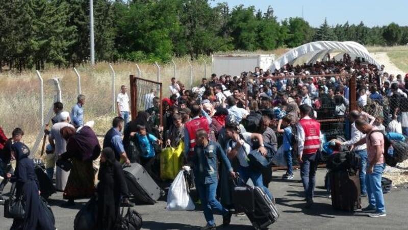 Öncüpınar'dan bayramlaşmaya giden Suriyeli sayısı 15 bin oldu