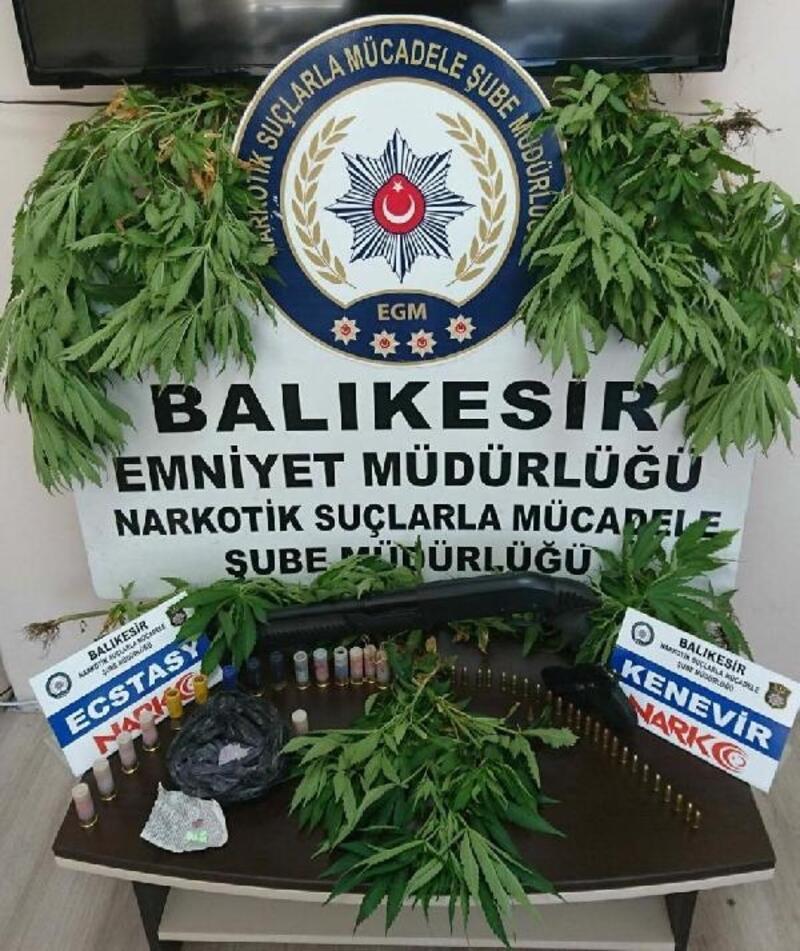 Balıkesir'de uyuşturucu ticaretine 2 gözaltı