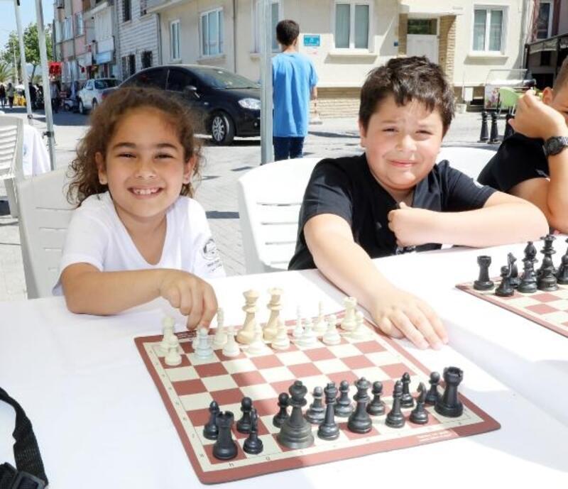 Mudanya'da 7'den 70'e satranç heyecanı