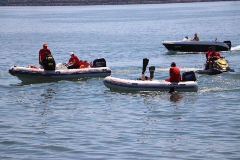 Ereğli'de denizden 7 dakikada 2 çuval atık çıkartıldı