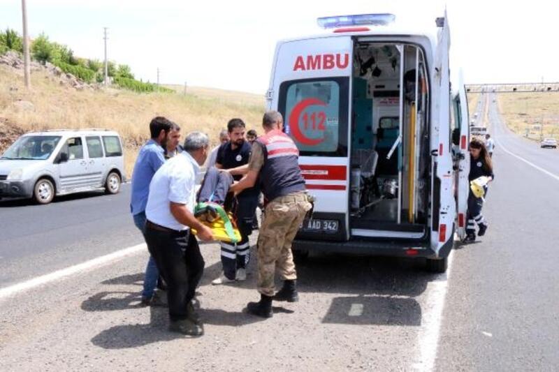 Otomobilin çarptığı lise öğrencisi ağır yaralandı