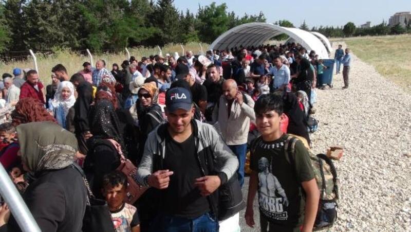 Geçişlerin son gününde, Öncüpınar Sınır Kapısı'nda yoğunluk