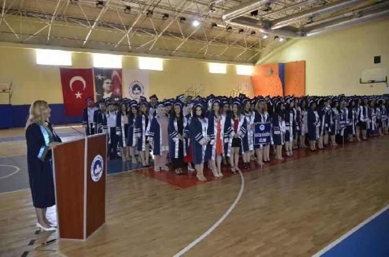 Kırklareli Sağlık Yüksek Okulu mezunları yemin etti