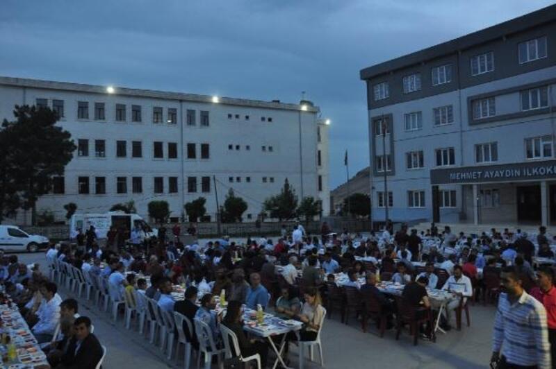 Derik Kaymakamlığı'ndan 600 kişiye iftar