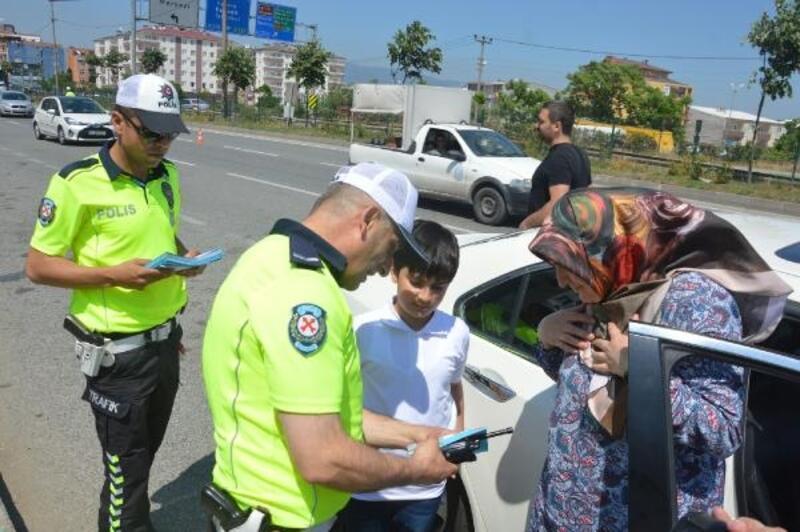 Orhangazi'de polis çocuklara karne dağıttı
