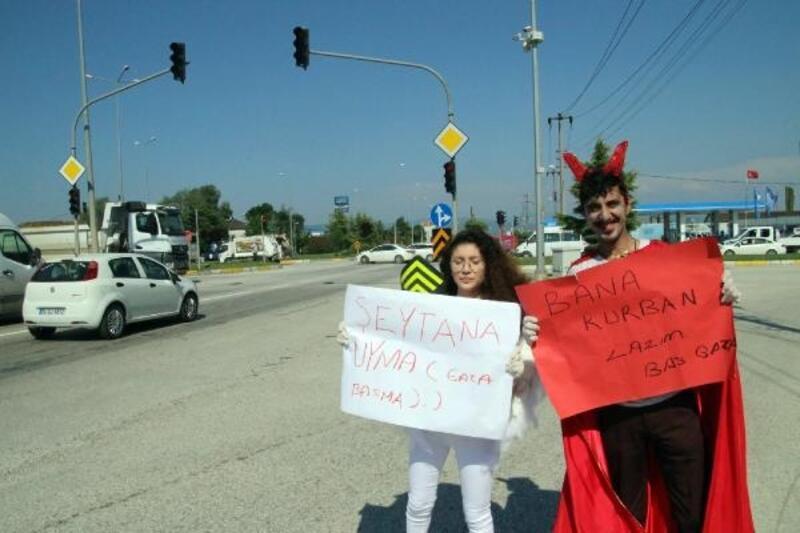 Bayram tatiline çıkan sürücülere 'melek've 'şeytan' kostümlü uyarı
