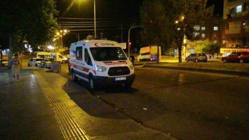 Yola atılan patlayıcı ambulansa isabet etti