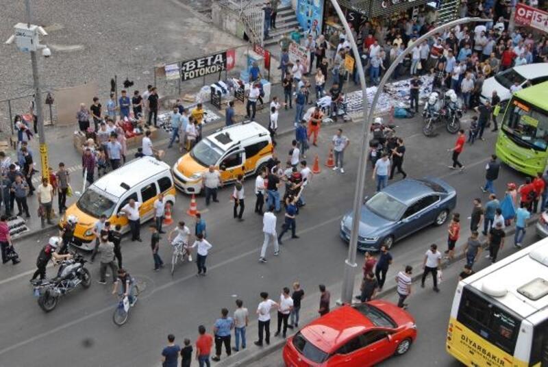 Diyarbakır'da cadde ortasında kavga; çok sayıda gözaltı