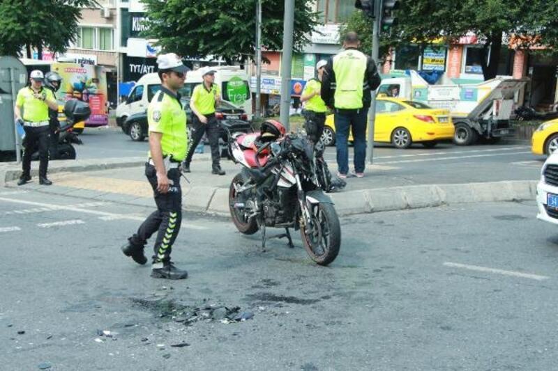Beşiktaş'ta otomobil ile motosiklet çarpıştı