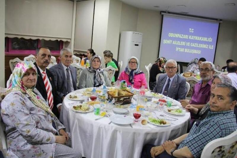 Kaymakamlıktan şehit aileleri ve gazilere iftar