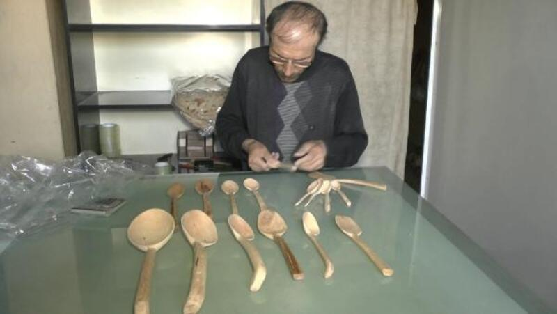 Hobi olarak başladığı tahta kaşıkları yapıp, satıyor