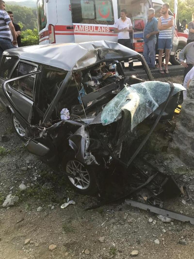 Kazada kalbi duran sürücüyü hayata döndürmeye çalıştı