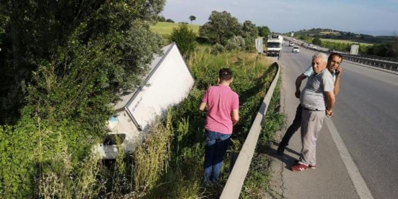 Bursa'da gıda yüklü kamyon devrildi: 1 yaralı