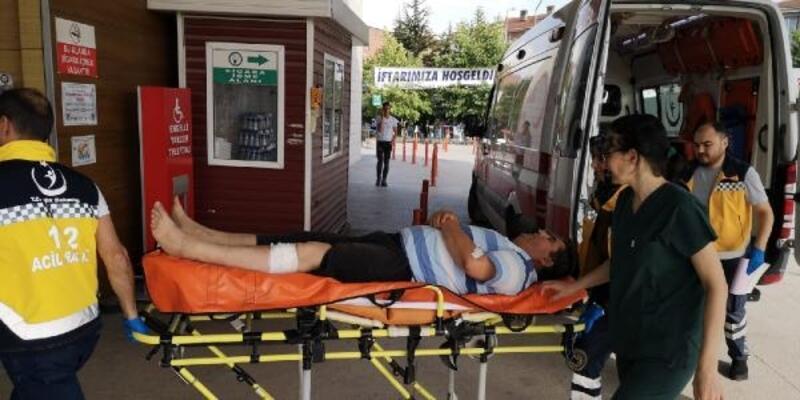 Polis memuru ağaç budarken bacağını kesti