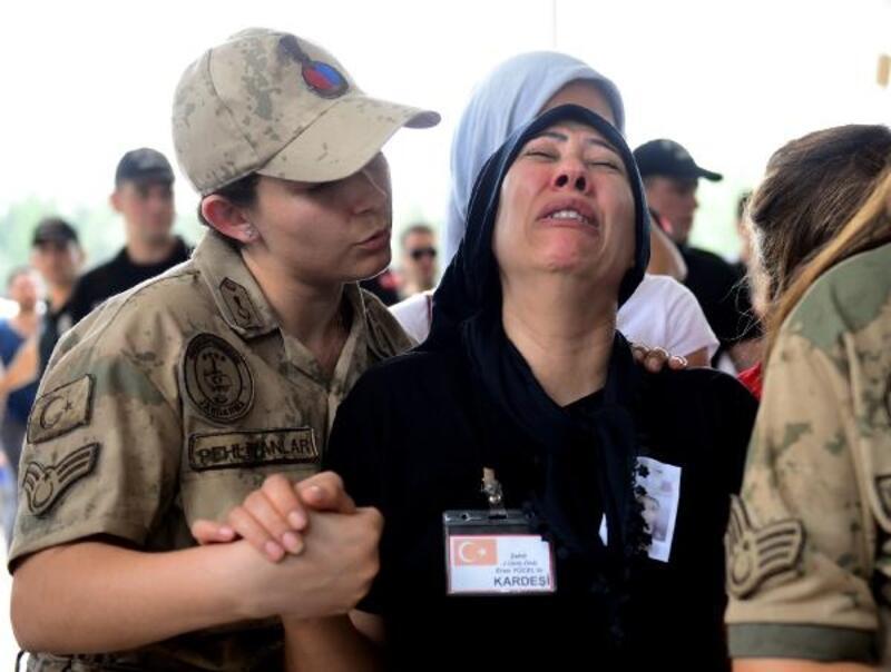 Şehit Uzman Onbaşı Yücel, gözyaşlarıyla son yolculuğuna uğurlandı