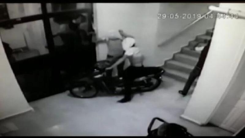 Kameradaki motosiklet hırsızlığının şüphelileri yakalandı