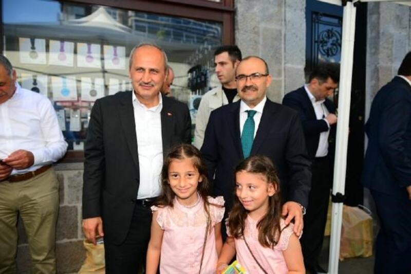 Bakan Turhan, hemşehrileri ile bayramlaştı