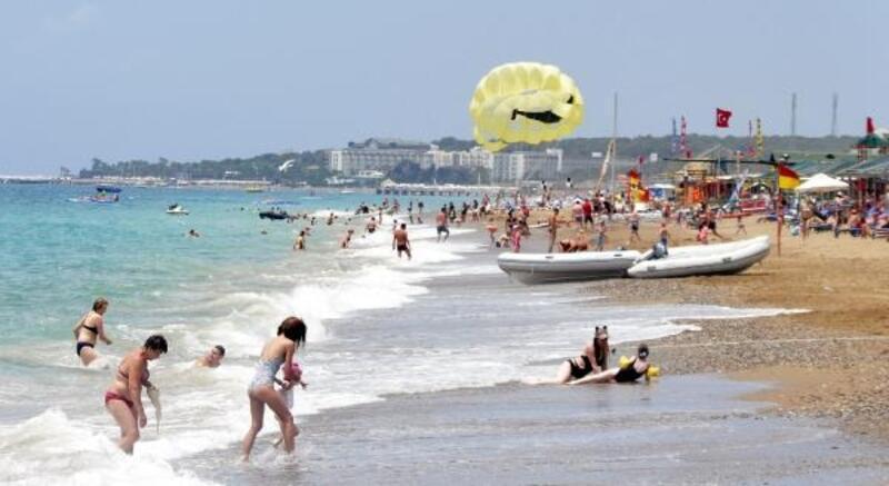 Manavgat'ta oteller ve sahiller doldu