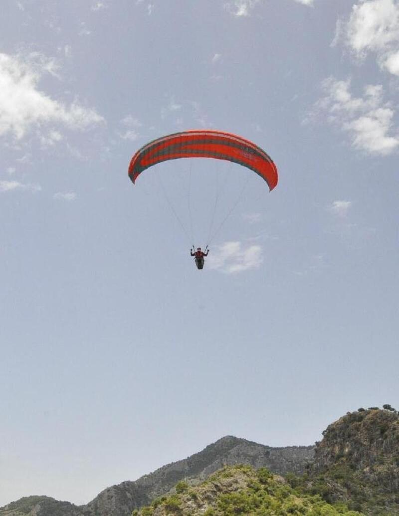 Fethiye'de yamaç paraşütleri gökyüzünü renklendirdi