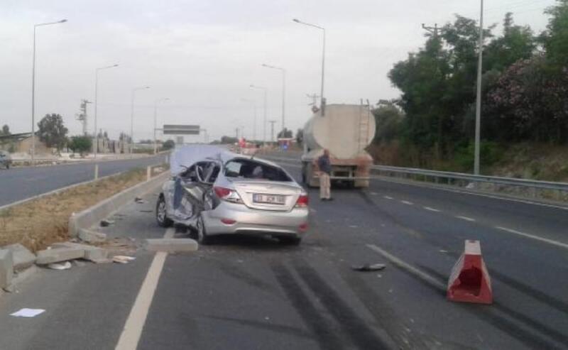 Kamyon ile çarpışan otomobildeki 3 kişi yaralandı