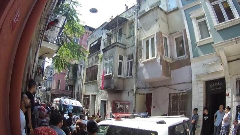 Beyoğlu'nda 16 yaşındaki kız evinin çatısında ölü bulundu