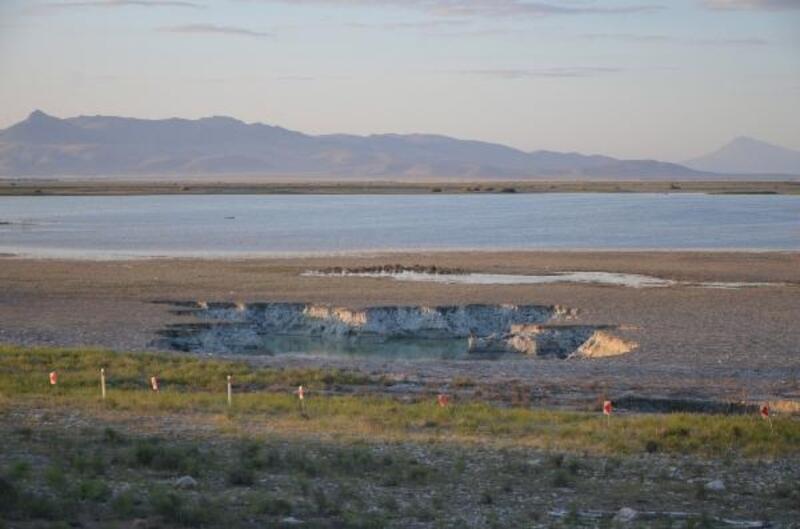 Akgöl kenarında oluşan obruk genişliyor