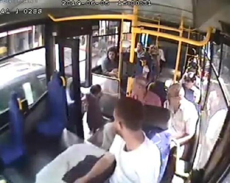 Halk otobüsü sürücüsü, yaralı çocuğu hastaneye götürdü