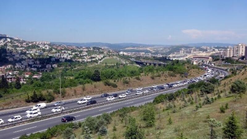 Kocaeli geçişindeki yollarda trafik başladı