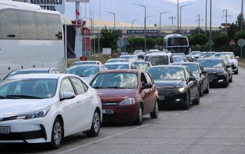 Afyonkarahisar- Antalya yolunda bayram dönüşü yoğunluk