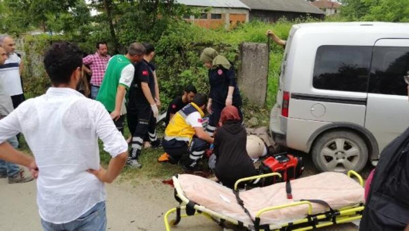 Motosiklet ile hafif ticari araç çarpıştı: 1 ölü, 1 yaralı