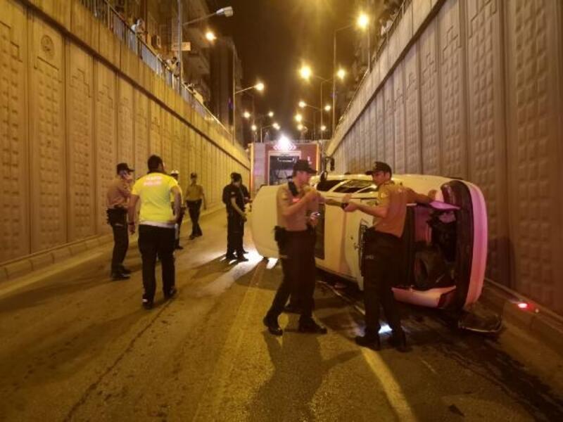 Malatya'da devrilen otomobilden yaralanmadan çıktılar