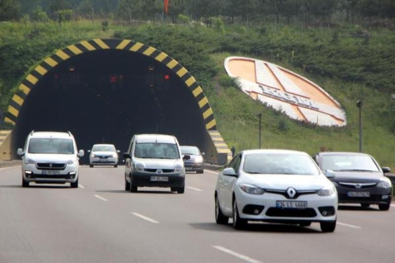 Bolu Dağı tünelinden bayram tatilinde 710 bin araç geçti
