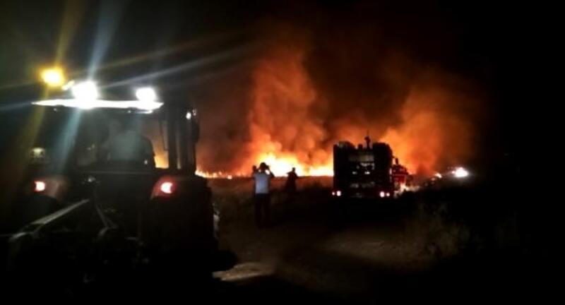 Bismil'de yıldırım düşen 17 noktada yangın