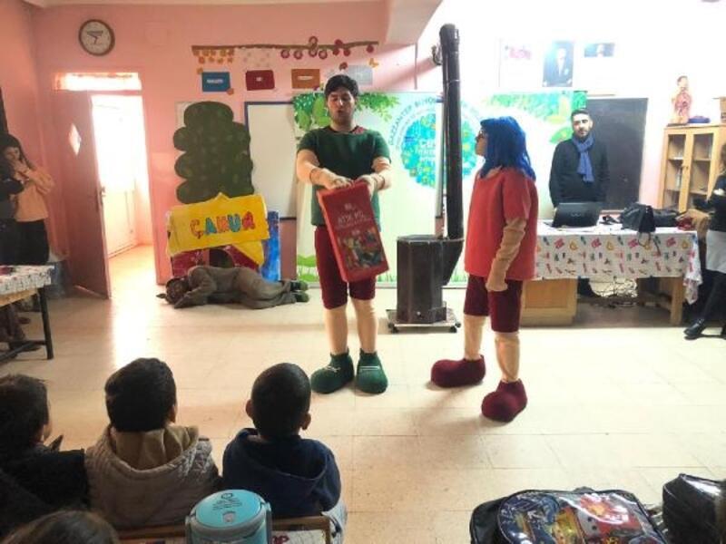 Köy okulları tiyatro ile buluşuyor