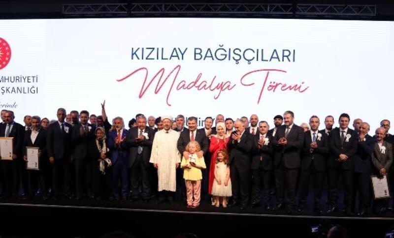 Kızılay'ın kuruluşunun 151. yıl dönümünde bağışçılara madalya verildi