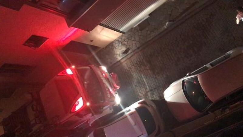 İtfaiye yangına giderken park eden araçlara takıldı
