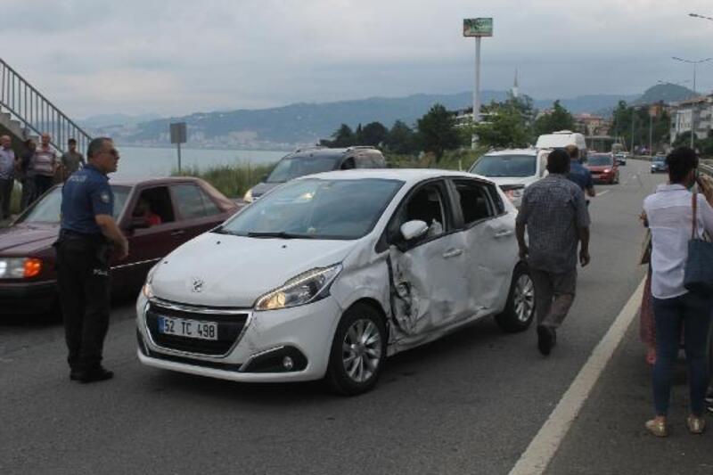 Giresun'da TIR ile otomobil çarpıştı: 3 yaralı