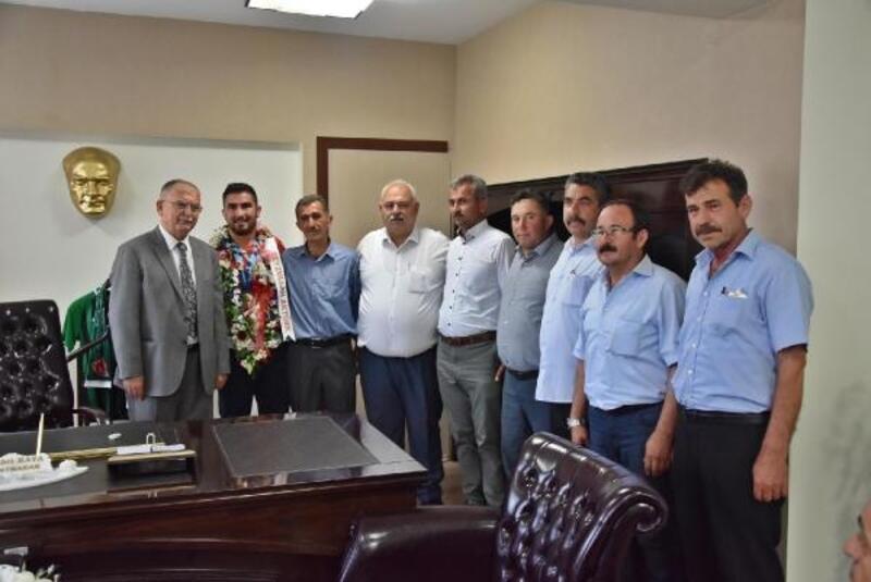 Avrupa şampiyonuna memleketi Akhisar'da karşılama