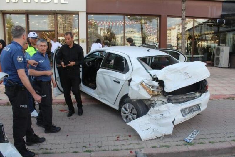 Sivas'ta zincirleme kaza anı kameralara yansıdı