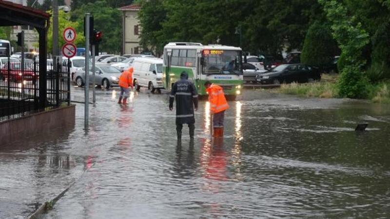 İzmit'te yağmur etkili oldu