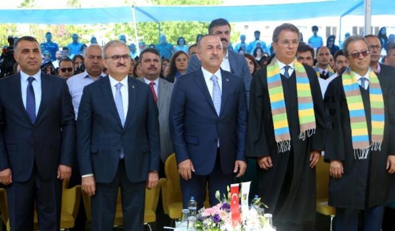 Bakan Çavuşoğlu, mezuniyet törenine katıldı