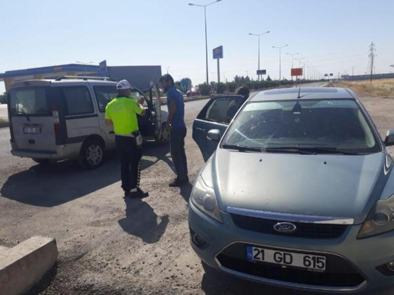Polis memuru, sınava katılacak adaylar için aracını verdi