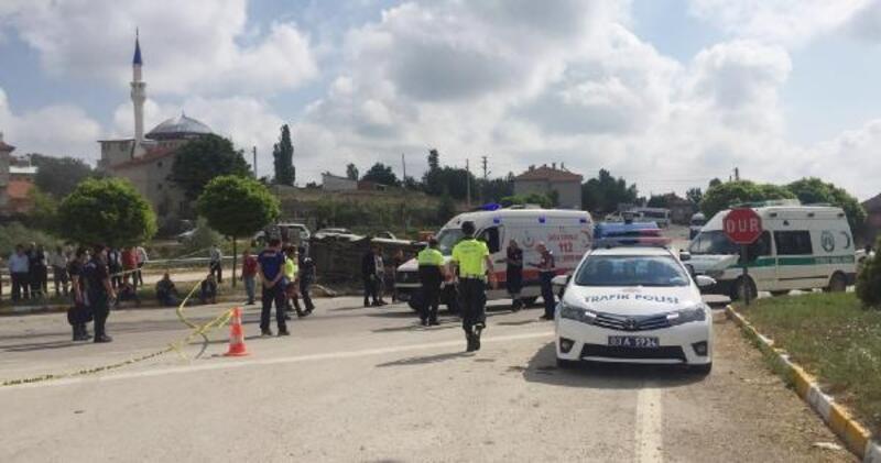 Yolcu minibüsüyle otomobil çarpıştı: 1 ölü, 4 yaralı
