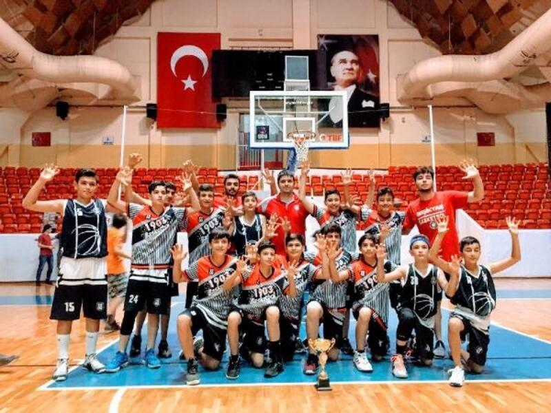 Adana 1903 basketbol takımı, şampiyon oldu