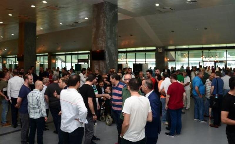 Bursaspor'da olağanüstü genel kurul ertelendi