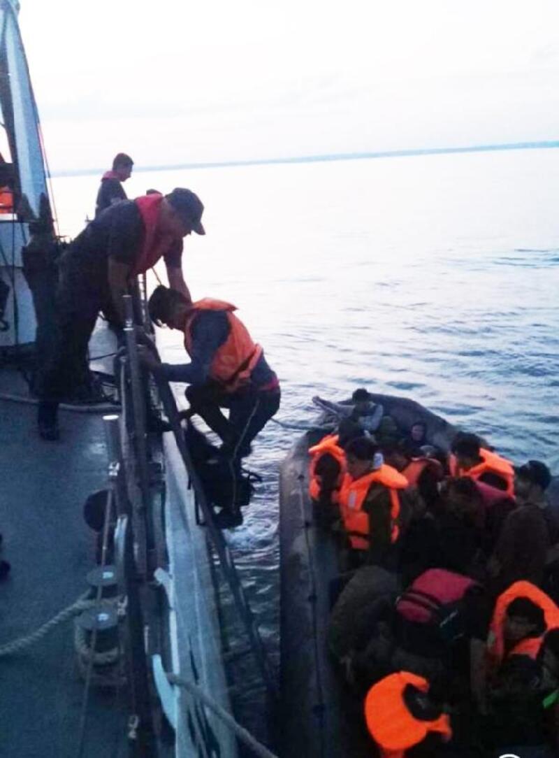 Enez'de, lastik botta 32 kaçak yakalandı