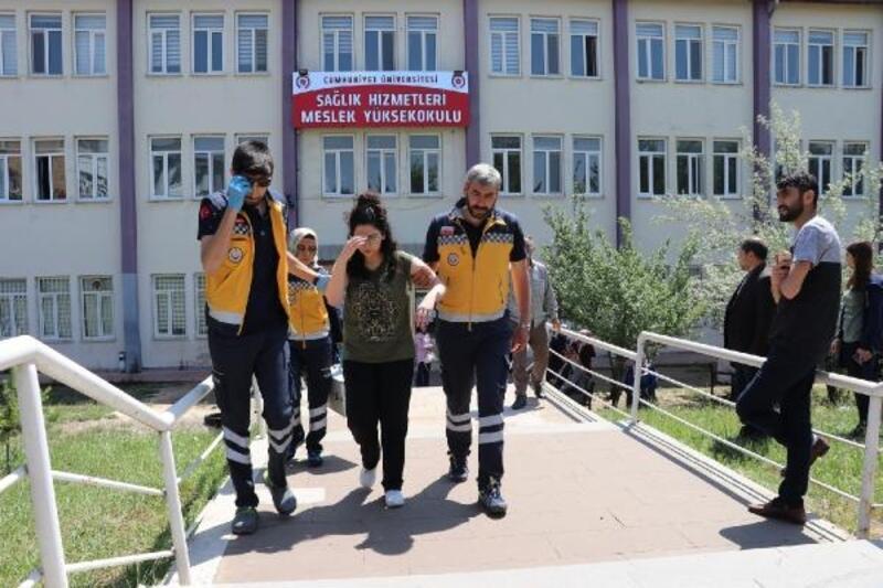 YKS'da fenalaşan aday, hastaneye kaldırıldı