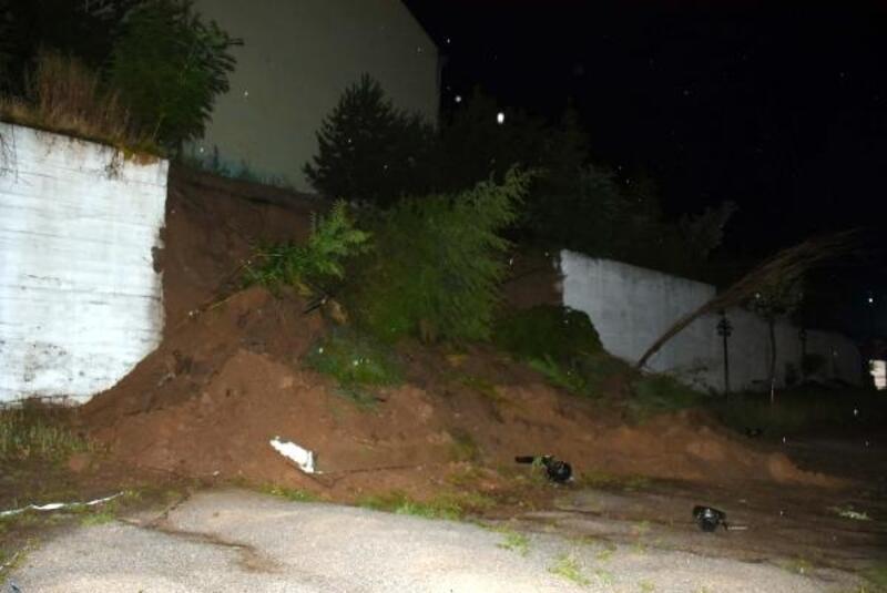 Kırıkkale'de sağanak nedeniyle okulun istinat duvarı çöktü